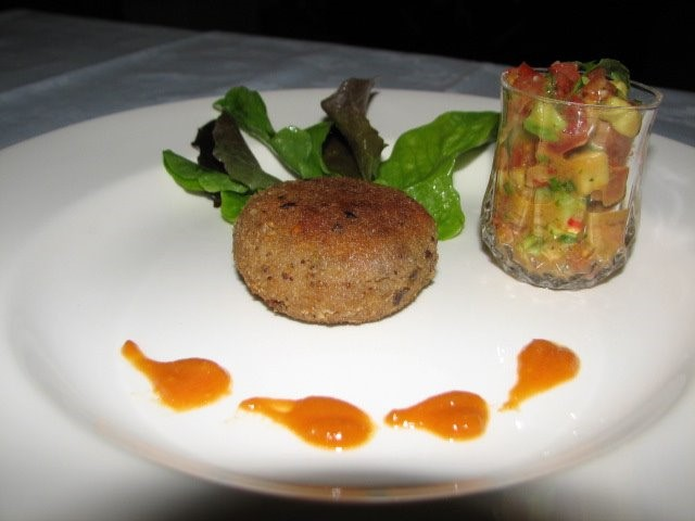 CRAB CAKES WITH SALSA