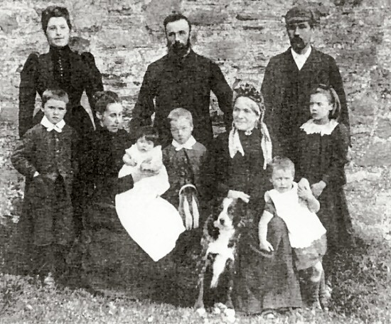 Centre top row, Robert Fergusson (Catriona's Grandfather). Below from left: John, Catherine (Catriona's grandmother), Annie, Robert, Janet (Catriona's Great Grandmother) Donald and Jenny at Muirlaggan, Balquhidder